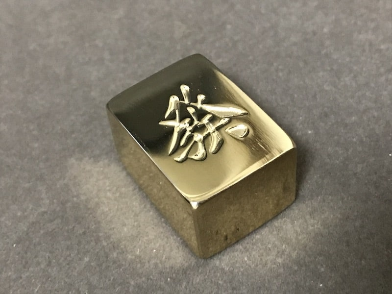 golden-mahjong-tile-on-desk