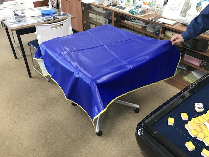 mahjongtable-cover-blue-on-table