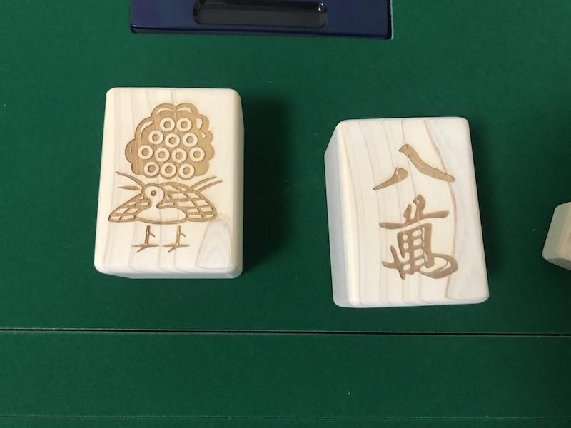 wood-mahjong-on-mat